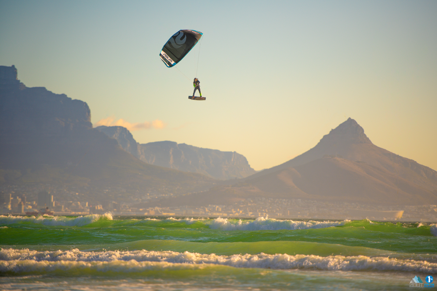 Escape PLKB never stop Playing kitesurf foto kaapstad capetown