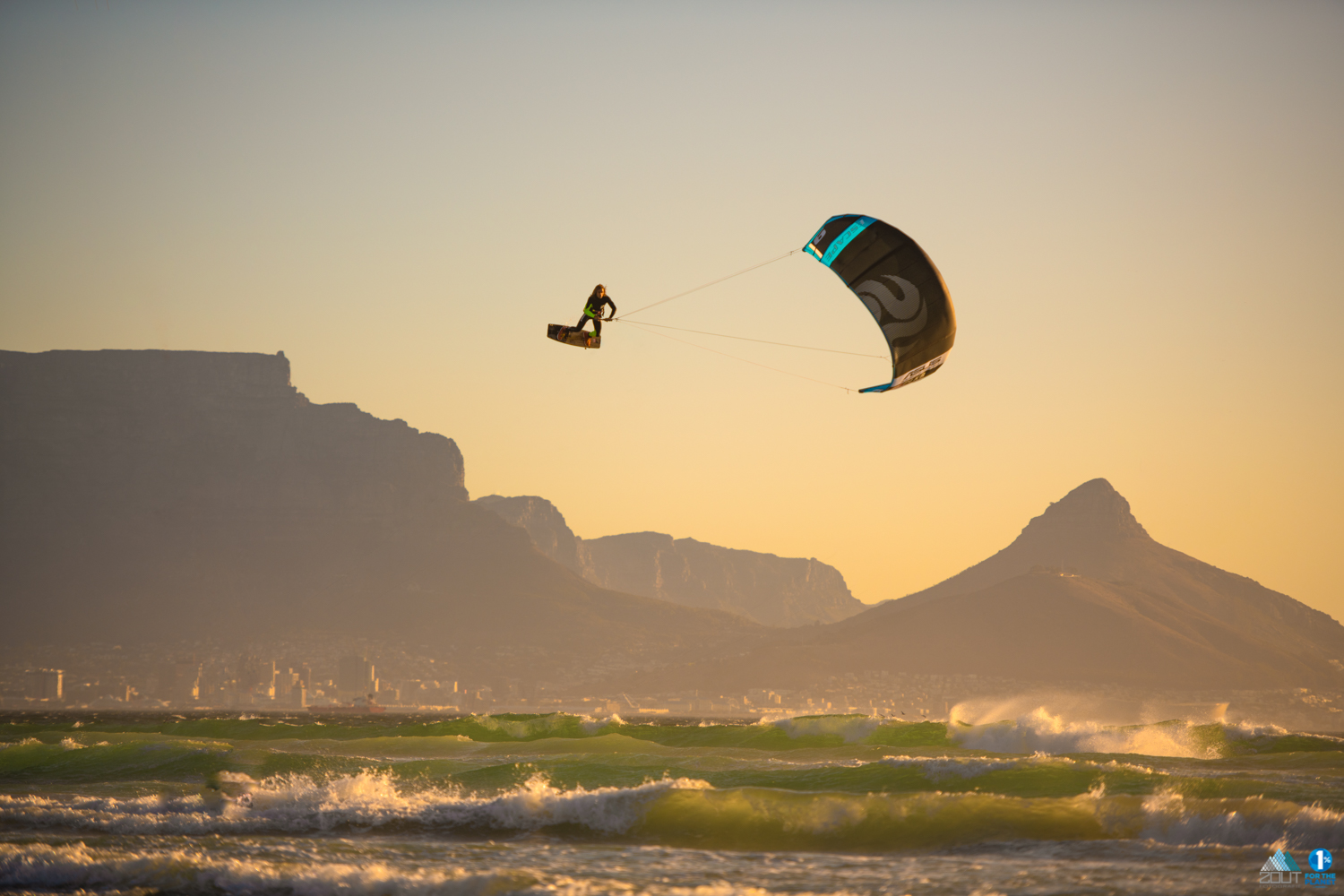 Escape PLKB never stop Playing kitesurf foto