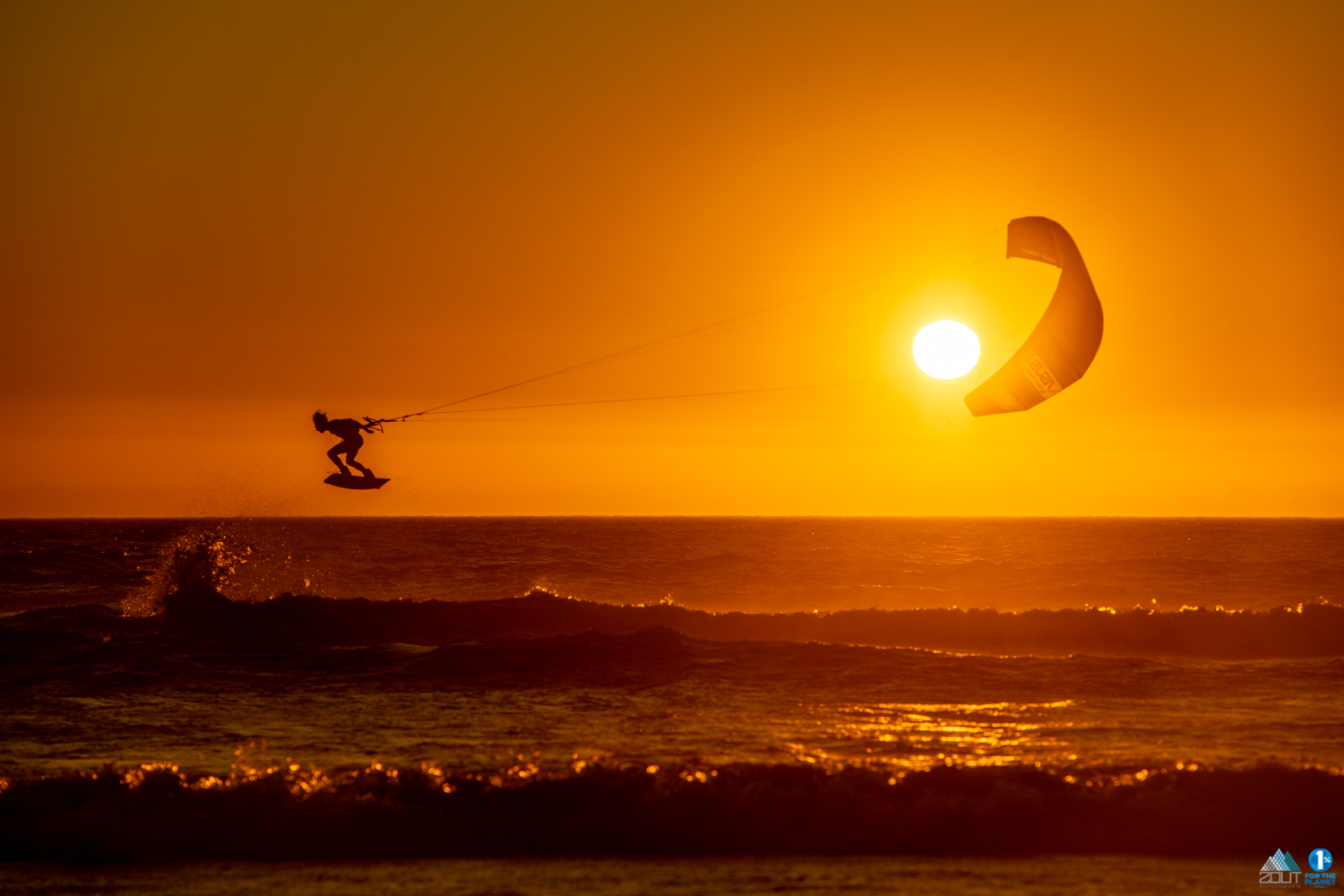 sunset kitesurf photo
